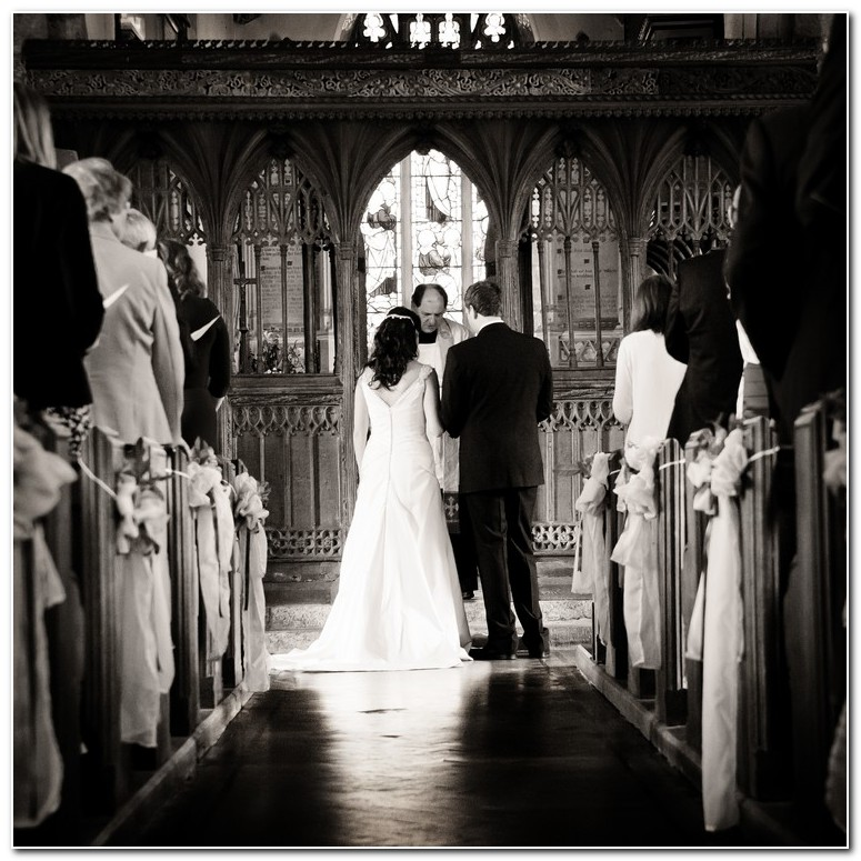 combeinteignhead church wedding